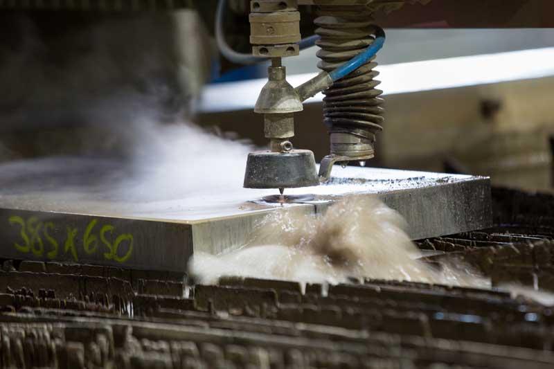 machine cutting metal